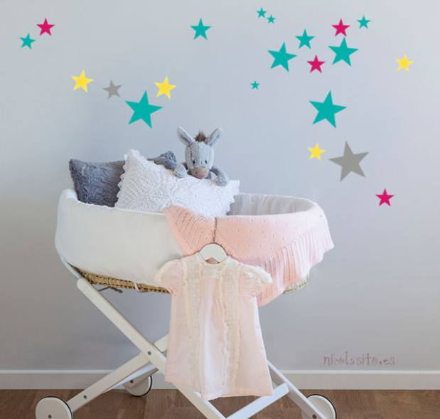 vinilos decorativos infantiles de estrellitas para cuarto del bebé. nicolasito.es