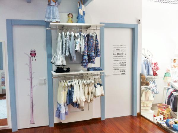Vinilos infantiles para decorar una bonita tienda de ropa - Pegatinas para decorar muebles ...